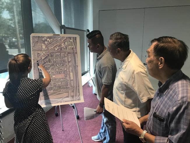 CMAP與華埠社區代表討論「華埠停車管理研究」。(記者董宇╱攝影)