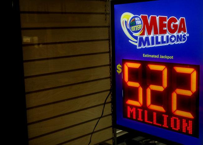 7月24日開獎的兆彩獎券,開獎前估計獎金為5.22億元,由於買氣旺盛,最後一舉衝上5.43億元。(路透)