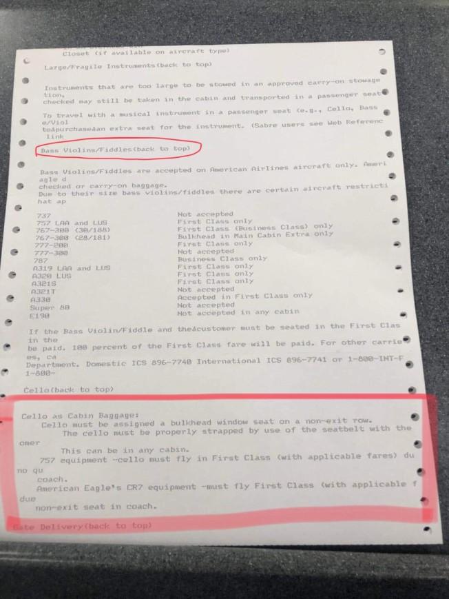 胡晶晶2日被迫下機後,AA工作人員在登機門口交給她一份樂器登機規定文件,上面明白寫著「大提琴允許登機」。(唐杰提供)