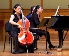 胡晶晶非常珍視她的大提琴。(唐杰提供)