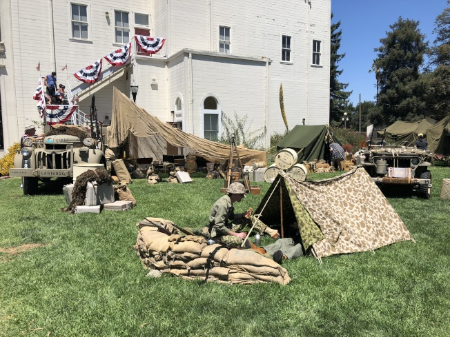 主辦單位於聖荷西歷史公園設置一系列展出,帶領民眾一窺戰爭前線的狀況。(記者林亞歆/攝影)