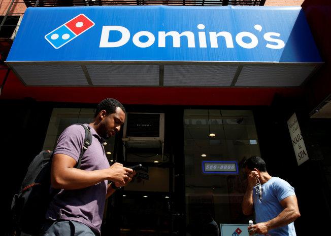 披薩連鎖店過去十年在美國日益興盛,圖為紐約的達美樂分店。(路透)