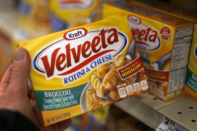 美國卡夫食品公司製造的Velveeta起司,屬於典型的黃色美國起司。(美聯社)
