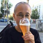 劉霞德國街頭暢飲啤酒 好友作家廖亦武:來自不易