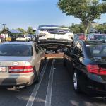 都是夾腳拖惹的禍  SUV 衝上車頂