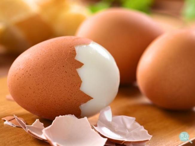 水煮蛋的蛋殼不好剝 因為不新鮮嗎?