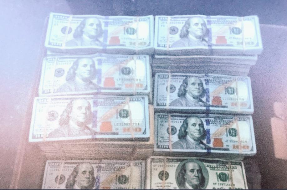 執法人員當天同時收繳了850磅安非他命(methamphetamine)、近1噸可卡因(cocaine)、93磅海洛因(heroin)、近50磅大麻以及142萬美元毒資。(取自ABC7電視台)
