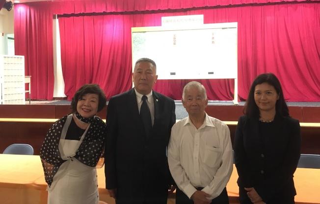 紐約華僑學校校長選舉8日舉行,左起為王張令瑜、伍銳賢、華僑學校前校長黃炯常、王憲筠(記者張筠/攝影)
