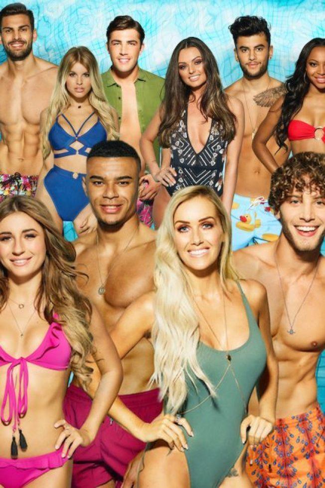 「愛情島」讓一群身材火辣的俊男美女展開求愛大亂鬥,紅遍歐美。圖/摘自ITV