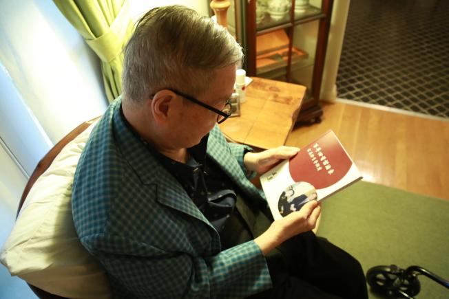 年近九旬的王冀在宋美齡120歲冥誕之際完成新書「百年回首話滄桑:宋美齡生平側寫」,書中有不少從未披露的珍貴照片和不為人知的故事。(記者羅曉媛/攝影)