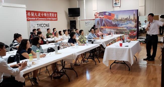 台語研習會在僑教中心開課,約30名學員參與學習。(記者唐嘉麗/攝影)