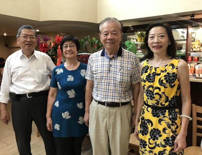楊愛倫(右起)、歐信宏、任吳自琛希望增強華裔選民力量,左一為法拉盛華人工商促進會理事長胡師功。(記者劉大琪/攝影)