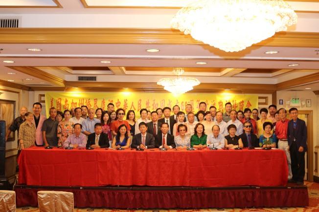 南加州僑界慶祝中國成立69周年籌備委員會記者會,宣布9月16日舉行慶祝晚會。(馬樹榮提供)