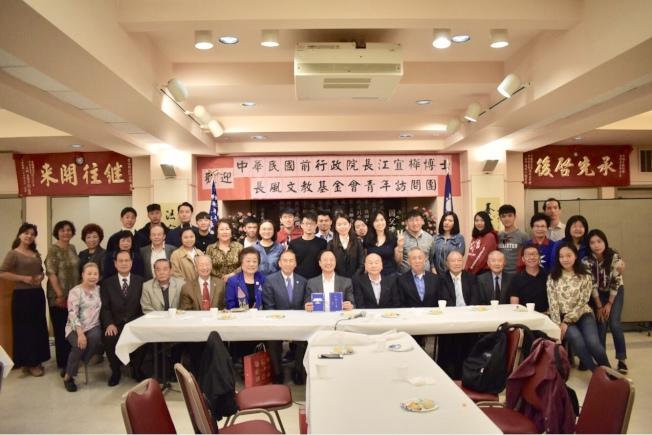 江宜樺(前排左七)率領長風文教基金會青年訪問團到訪金山國父紀念館。(記者黃少華╱攝影)