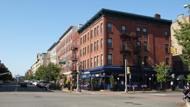 霍布肯市房租較紐約低,吸引通勤族。(取自臉書官網)