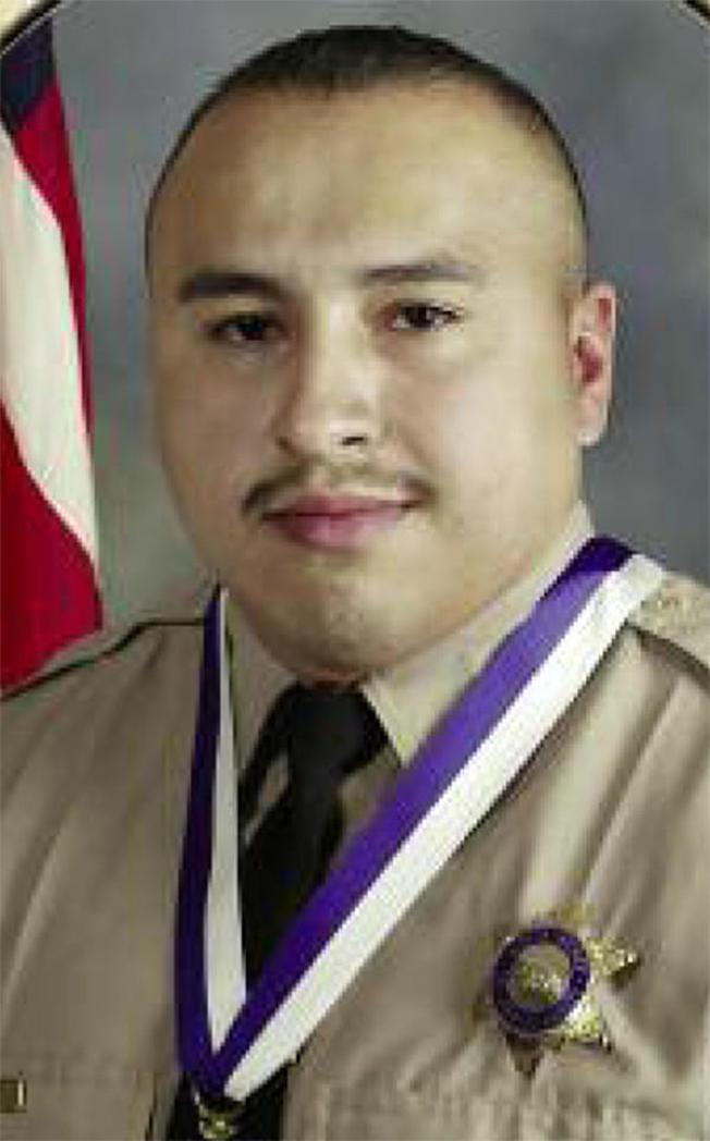 歐瓦利從險遭革職成為「模範警員」。(洛杉磯縣警局提供)