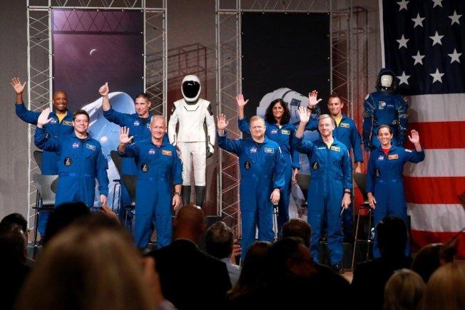 美國8月3日選出9位有軍事背景的太空人,2019年將從美國本土升空。 路透