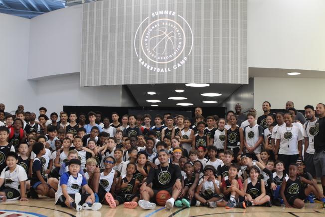 美國國家籃球運動員協會(NBPA)舉辦青少年籃球夏令營,NBA球星楊恩與青少年見面。(記者張筠/攝影)