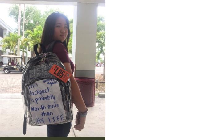 華裔女孩卡門.羅背著透明書包。(取材自推特)