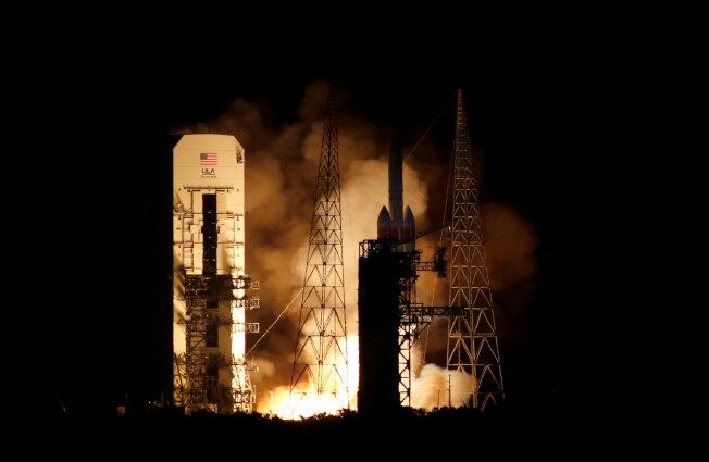 NASA「帕克太陽探測器」12日發射,將成為史上首架飛入日冕層的人造探測器。路透