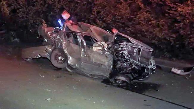 一名青少年疑似酒駕衝出高速公路,造成同車其他兩名青少年死亡。(電視新聞截圖)