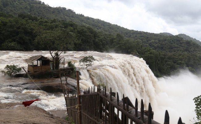 印度雨季洪水成災 7省774死