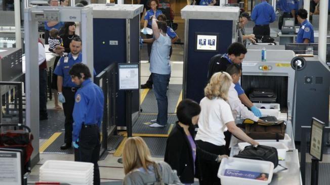 15機場安檢   電子產品和水瓶  不必拿出來