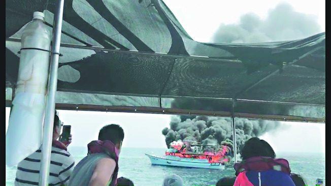 花蓮賞鯨火燒船 46人棄船逃