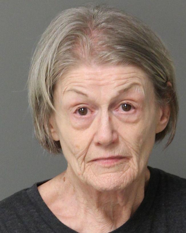 警方正在調查一起線上戀愛詐騙,導致財務有問題的婦女瑞德企圖殺害她88歲母親,以獲更多錢支付騙子。(美聯社)