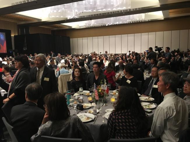 歡迎蔡英文僑宴上,每桌都放置中華民國與美國的國旗。(記者謝雨珊/攝影)