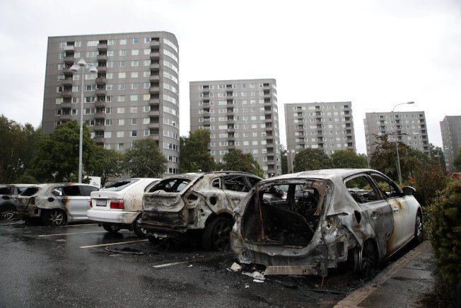 瑞典逾百車1夜被焚 「宛如軍事行動」