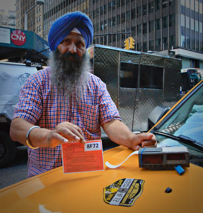 紐約黃色計程車司機也受到網約車影響,收入下滑。(美聯社)