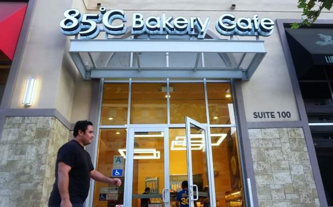 蔡英文總統在洛杉磯走訪台資企業85℃咖啡連鎖店,引發一場風波。(Getty Images)