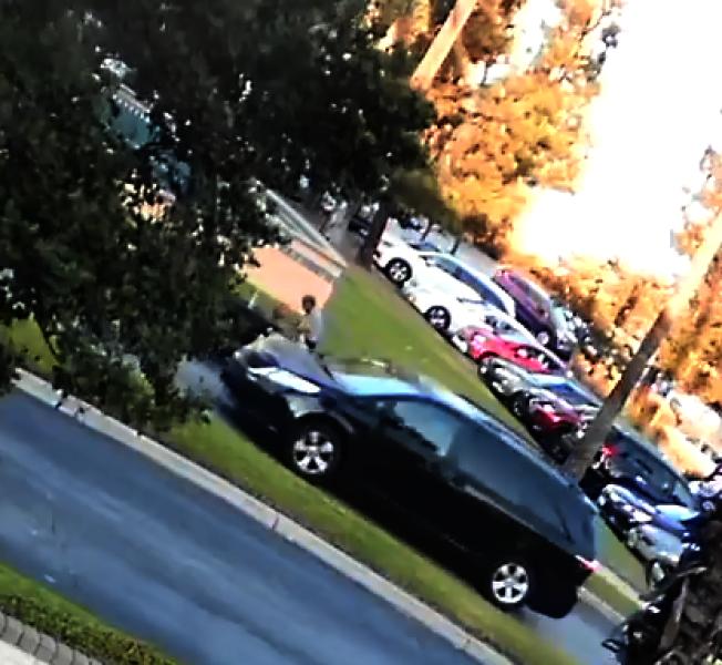 綁架當天,案發周圍的監控攝像頭拍下的涉案車輛。(聯調局提供)