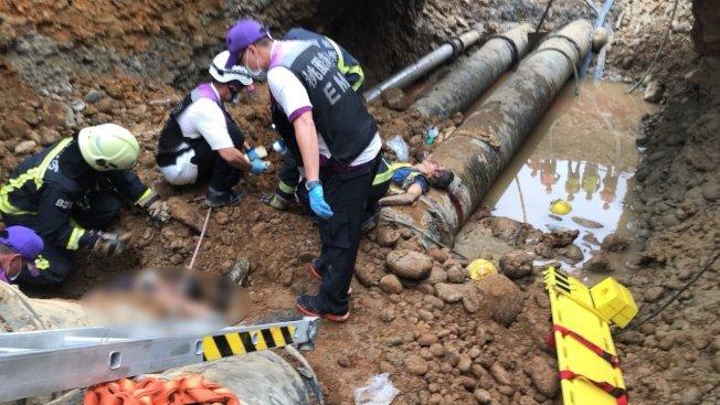 桃園國際機場工處工地發生工安意外,目前救出受困五人,其中三人送醫不治。圖/消防局提供