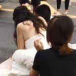 最美新娘!女醫師披婚紗跪地救傷患