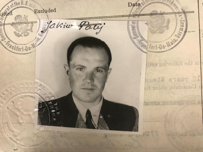 高齡95歲的納粹集中營前警衛帕利被遺返德國一個老人院。圖為他1949年進入美國時的簽證。(路透)