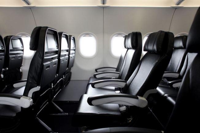 飛機起飛或降落都會被空服員要求豎直椅背。圖/星悅航空提供