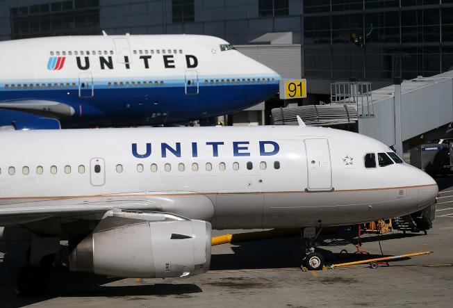 繼美國航空公司 (AA)和達美航空公司之後,聯合航空公司本周宣布將對預訂經濟艙前面座位的乘客額外收費。(Getty Images)