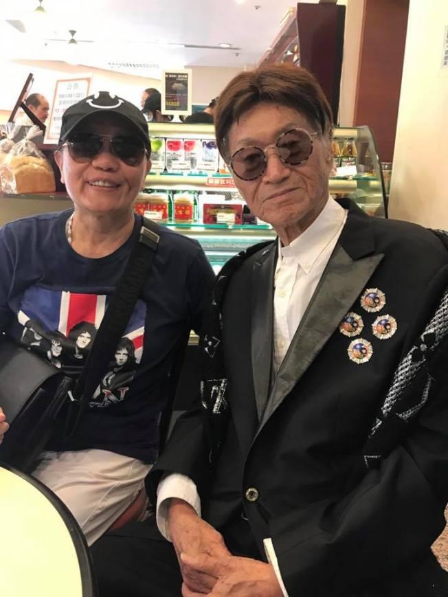 黃曉寧(左)2017年9月與傅達仁合影,如今兩人都已辭世。(黃曉寧臉書)