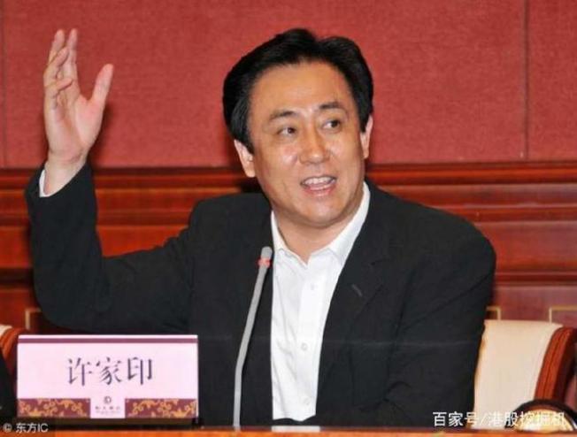 恒大集团董事局主席许家印身家达到414亿美元,超过马化腾的410亿美元,成为中国新首富。(取材自百家号)