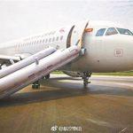 飛機砸地、輪胎沒了…首都航空迫降 空姐怕得想跳海
