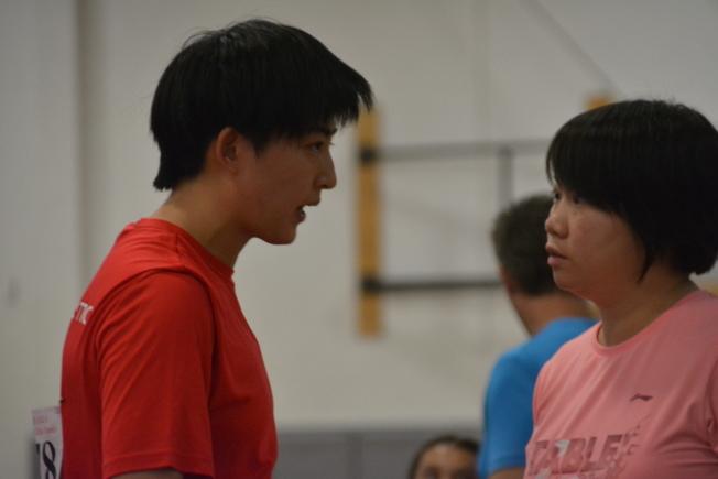 女單冠軍劉穎(左)與教練伍曉寧。(記者王千惠/攝影)