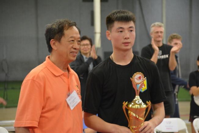 17歲小將馬金寶獲得單打公開賽亞軍,左為徐永泰。(記者王千惠/攝影)
