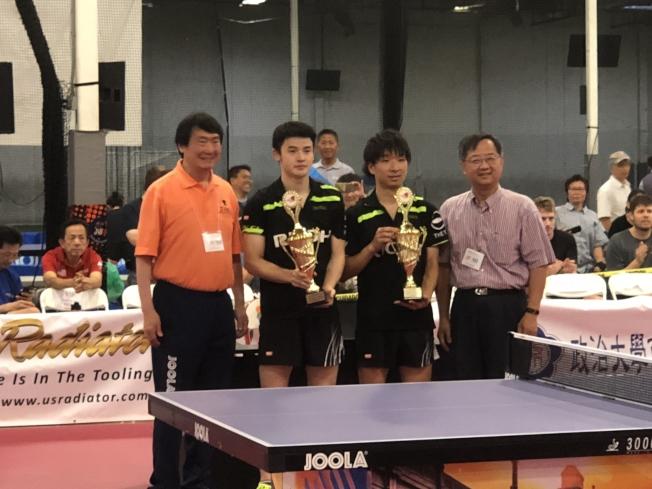 LA乒乓球公開賽日本選手獲男雙冠軍,左起王竹青、有延大夢、鹿屋良平、郭俊良。(記者王千惠/攝影)