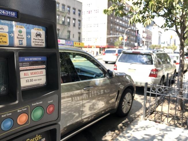 全市停車咪表收費調漲今起布碌崙先行,曼哈頓華埠和法拉盛分別於10月和11月上路。(記者顏嘉瑩/攝影)