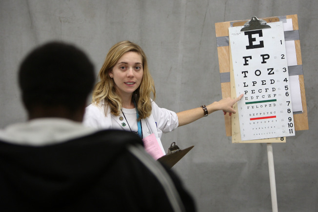 研究發現,手機會傷害大腦和眼睛。(Getty Images)