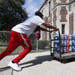 自來水污染 底特律5萬公校生飲瓶裝水