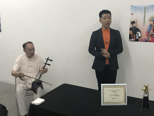 「2018年亞洲傑出藝人獎」得主劉錚在記者會上表演「霸王別姬」。(記者和釗宇/攝影)