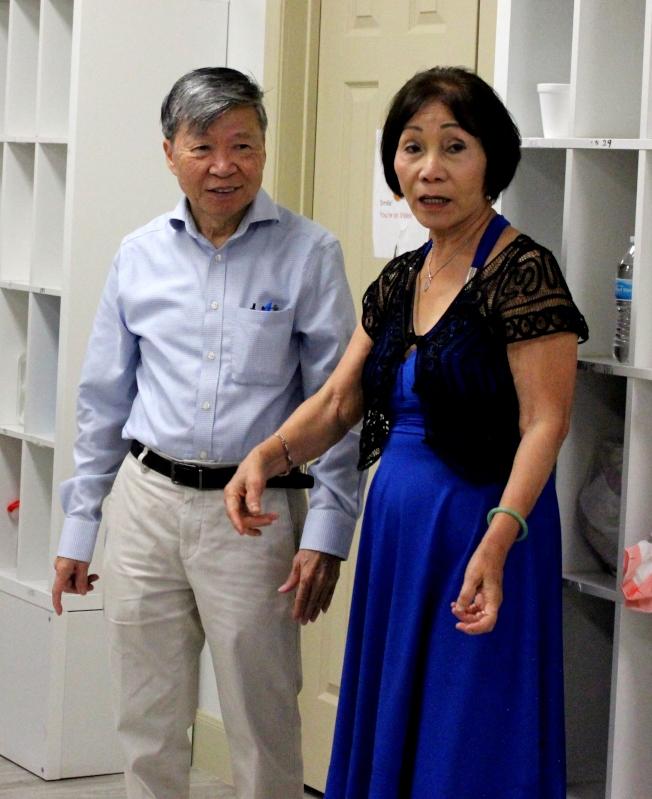 負責人繆雄(左)帶領全體工作人員一同為當月壽星慶生。